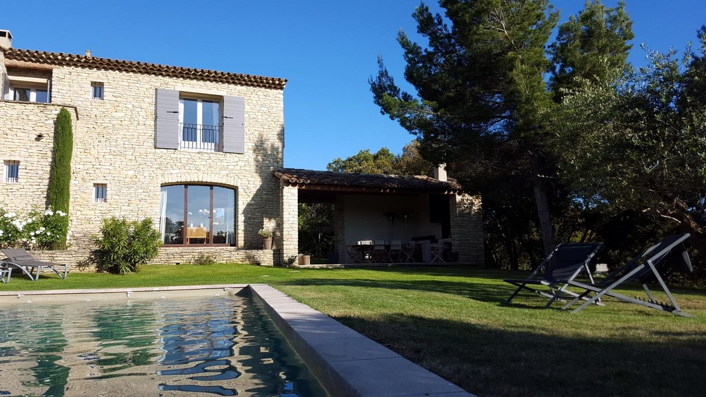 Jardin et piscine chauffee 2 les terrasses gordes maison for Chambre d hote gordes