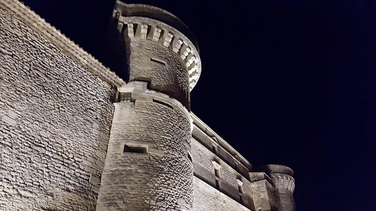 Chateau de gordes 8 plus beaux villages de france dans le for Maison d en france tarif